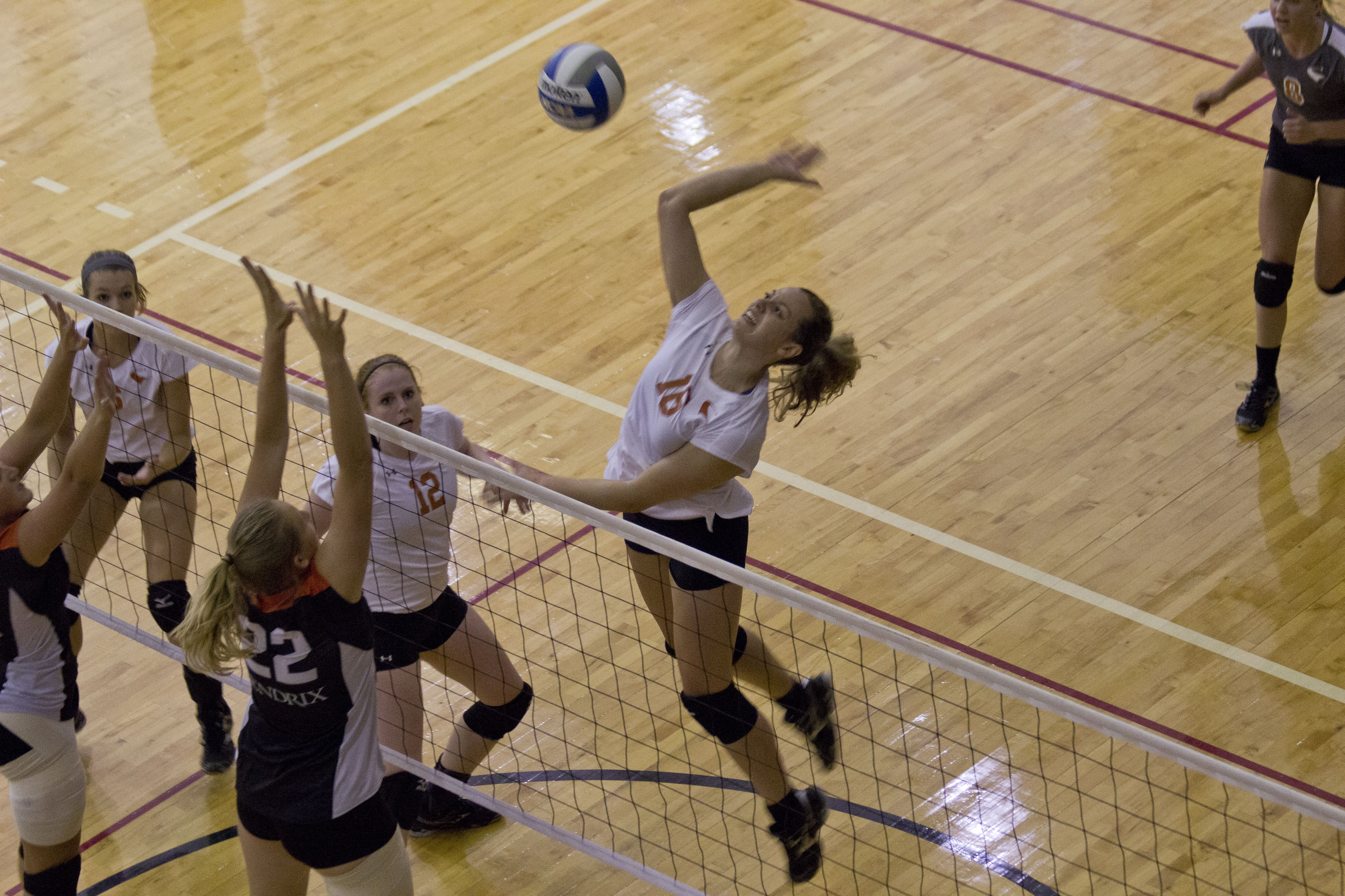 V-ball team hosts Labor Day tourney